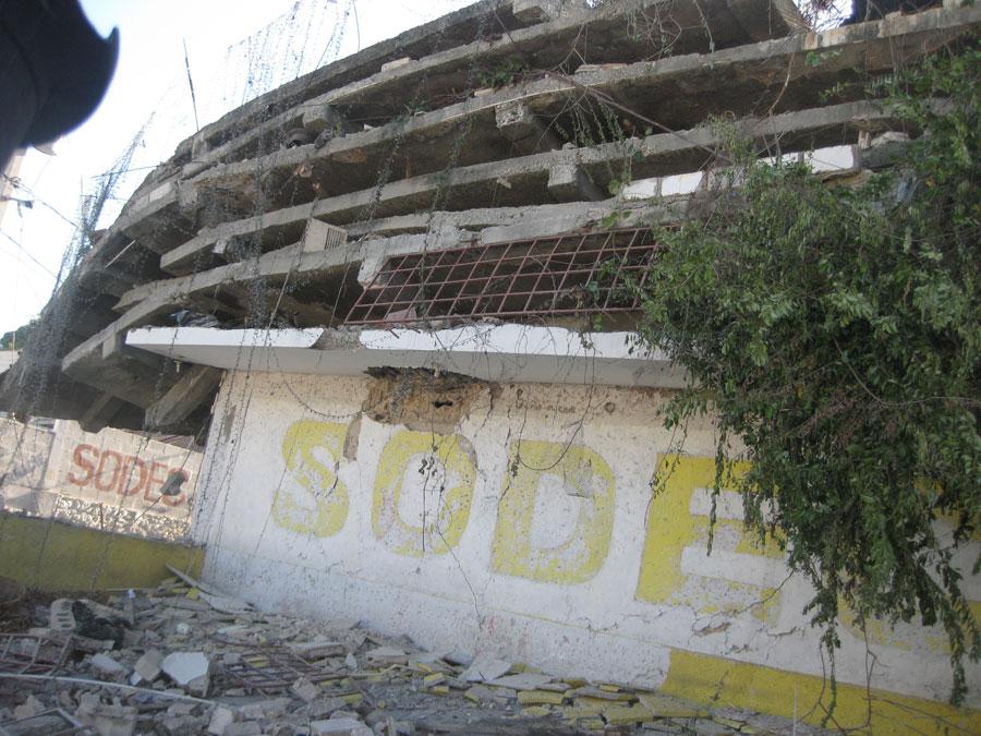 Comment nous avons surv cu au tremblement de terre for Canape vert haiti
